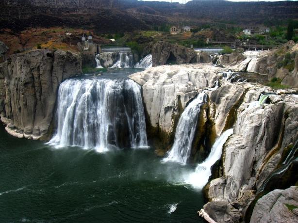 Twin Falls photograph by: kikianimedrawer